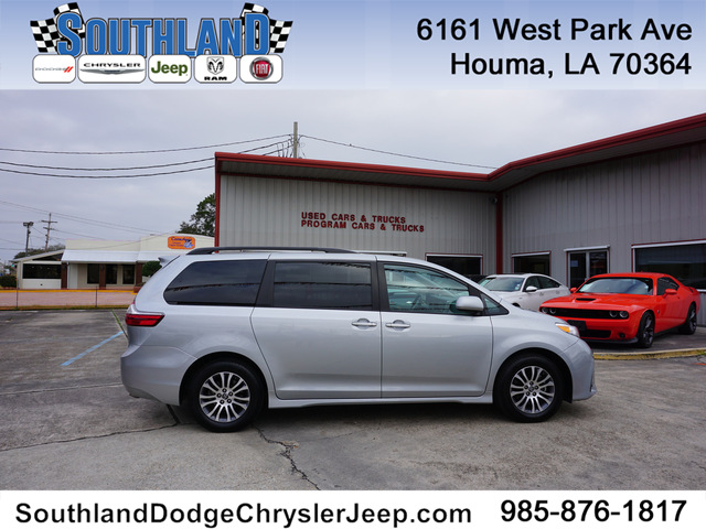 Pre-Owned 2020 Toyota Sienna XLE 7-Pass FWD